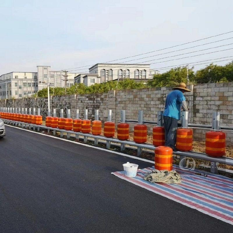 Safety roller type crash barrier