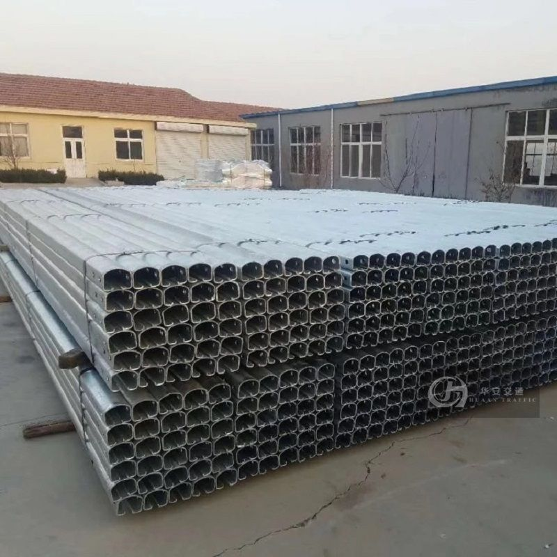 Safety roller type barrier rolling guardrail cross beam
