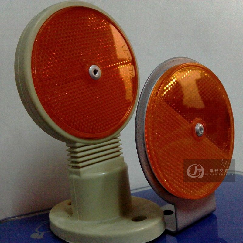 Round road reflective delineator