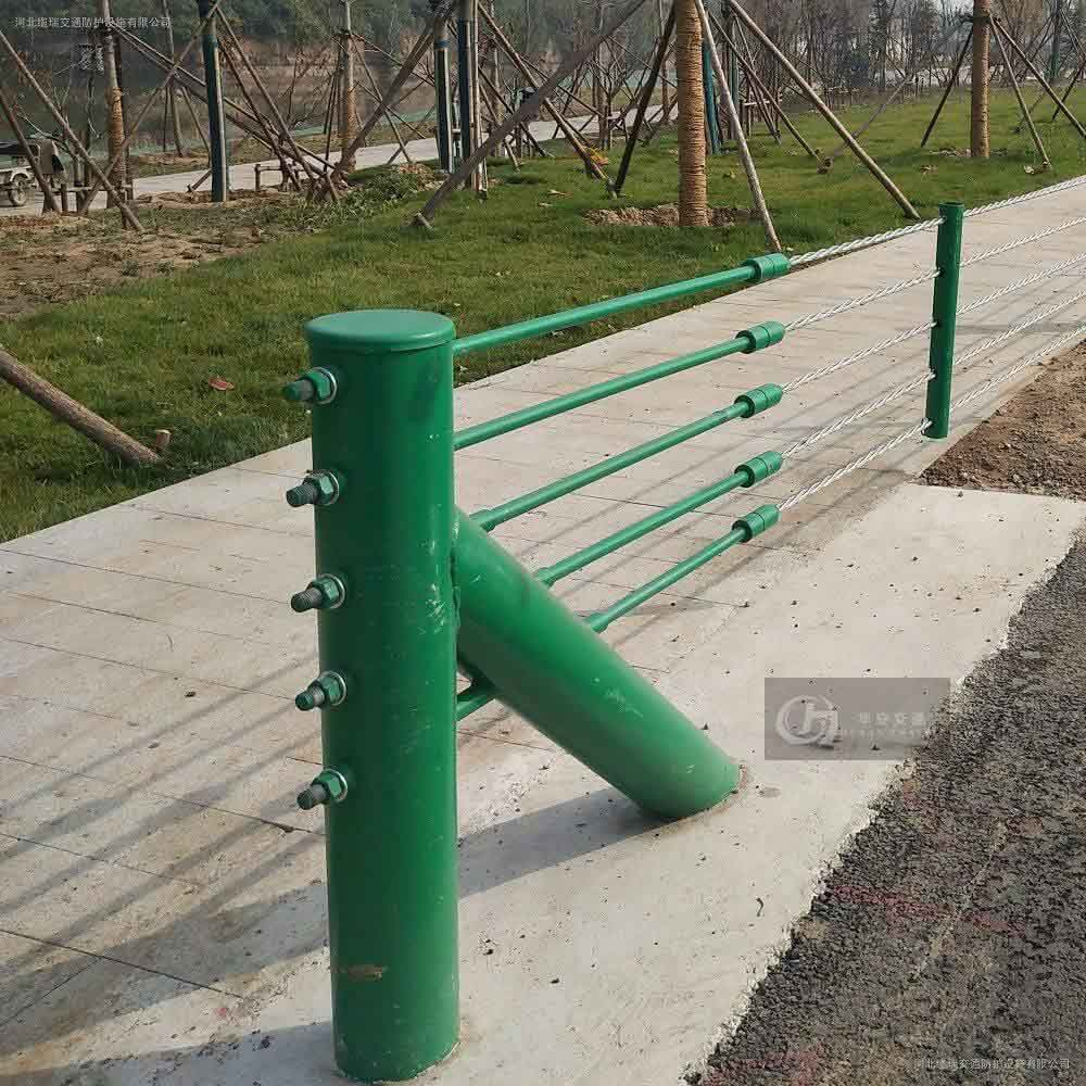 Grade B 4 steel wire ropes flexible cable barrier flexible guard rail